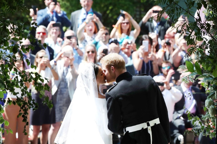 royal wedding-first kiss