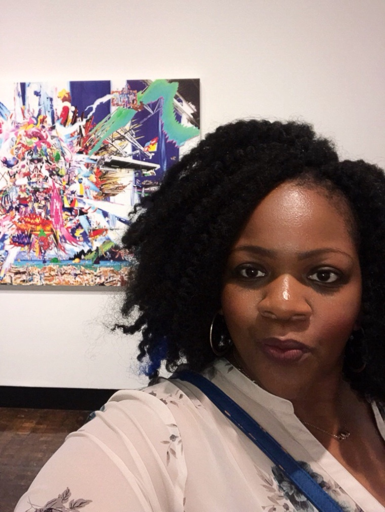 Blogger, Fabglance in front of painting