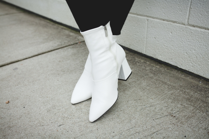 WHITE BOOTS / FAB GLANCE